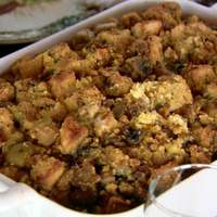 Cornbread Dressing with Sausages, Apples and Mushrooms Recipe