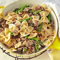 Creamy Farfalle with Cremini, Asparagus and Walnuts Recipe