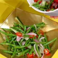 """""""Eat Your Vegetables!"""": Green Bean Salad with Red Onion and Tomato Recipe"""