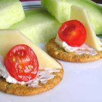 Emily's Cheese and Tomato Cracker Appetizer Recipe