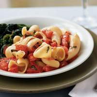 Garlicky Pasta with Fresh Tomatoes and Basil Recipe