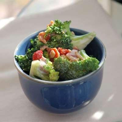 Alyson's Broccoli Salad - RecipeNode.com