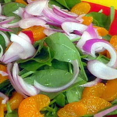 Baby Spinach Salad with Mandarin Orange and Red Onions - RecipeNode.com