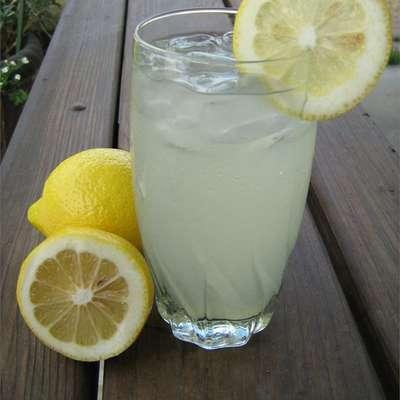 Best Lemonade Ever - RecipeNode.com