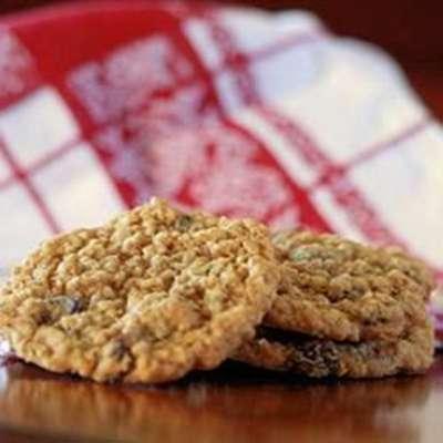 Beth's Spicy Oatmeal Raisin Cookies - RecipeNode.com