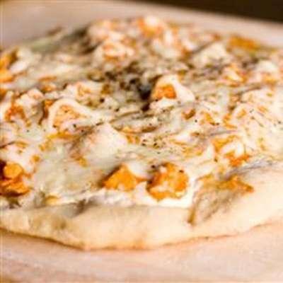 Buffalo Style Chicken Pizza - RecipeNode.com