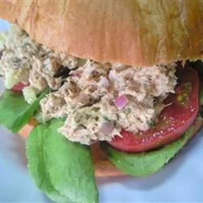 Carrie's Garlic Pesto Tuna Salad Sandwiches - RecipeNode.com