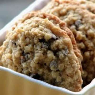 Chewy Chocolate Chip Oatmeal Cookies - RecipeNode.com