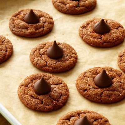 Chocolate-Hazelnut Smooches - RecipeNode.com