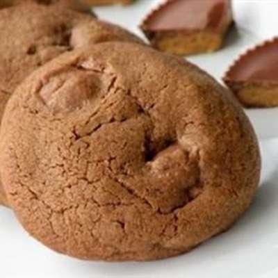 Chocolate Peanut Butter Cup Cookies - RecipeNode.com