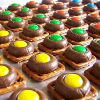 Chocolate Pretzels - RecipeNode.com