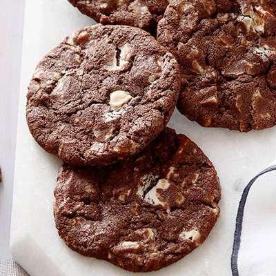 Chocolate White Chocolate Chunk Cookies - RecipeNode.com