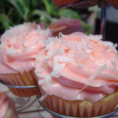 Coconut Cupcakes With White Chocolate Cream Cheese Frosting - RecipeNode.com