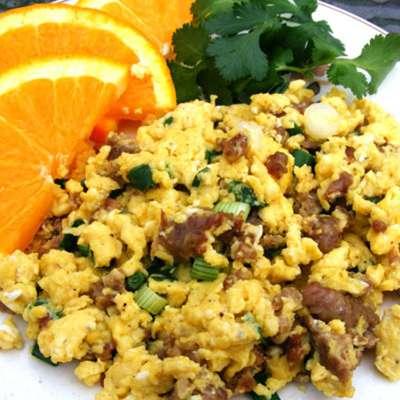 Creamy Scrambled Eggs With Sausage and Scallions - RecipeNode.com