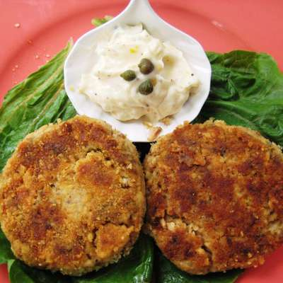 Crispy Salmon Cakes With Lemon- Caper Mayonnaise - RecipeNode.com