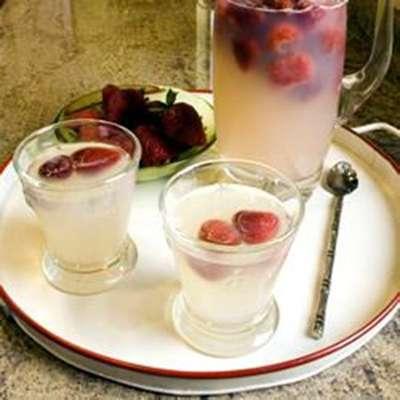 Easy Strawberry Lemonade - RecipeNode.com