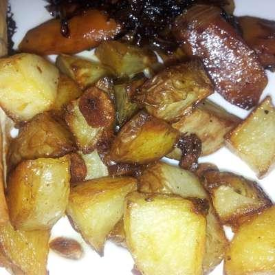 Garlic Roasted Potatoes - RecipeNode.com