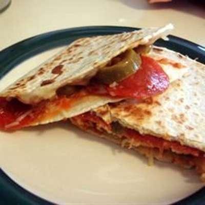 Grilled Pizza Wraps - RecipeNode.com