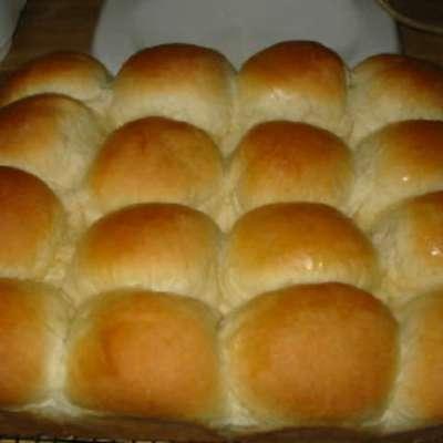 Gwen's Butter Rich Dinner Rolls - RecipeNode.com