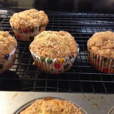 Healthier Banana Crumb Muffins - RecipeNode.com