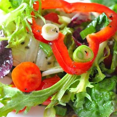 Italian Leafy Green Salad - RecipeNode.com