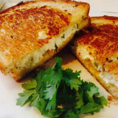 Jalapeno Popper Grilled Cheese Sandwich - RecipeNode.com