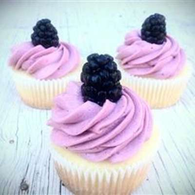 Lemon Cupcake with Blackberry Buttercream - RecipeNode.com