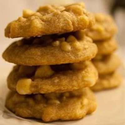 Macadamia Nut Chocolate Chip Cookies - RecipeNode.com