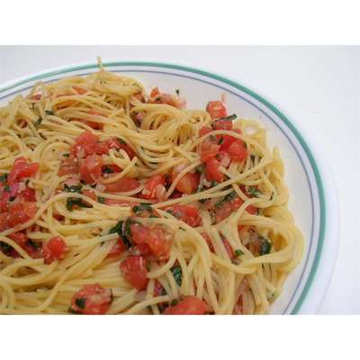 Pasta with Fresh Tomato Sauce - RecipeNode.com