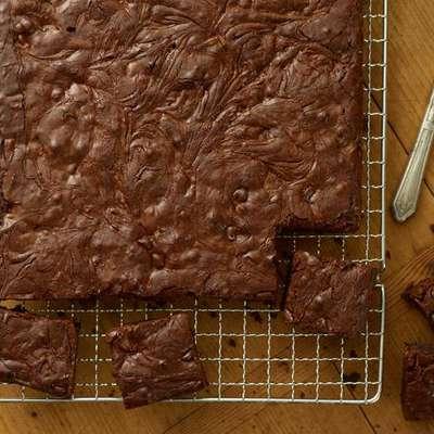 Peanut Swirl Brownies - RecipeNode.com