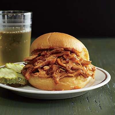 Pulled Chicken Sandwiches - RecipeNode.com