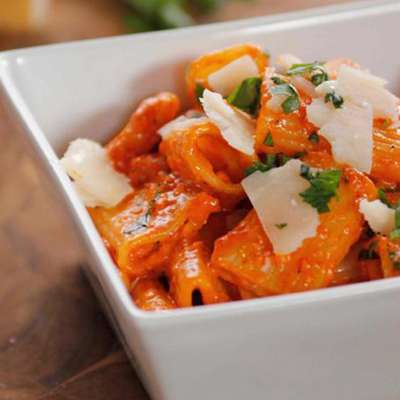 Quick and Easy Roasted Red Pepper Pasta - RecipeNode.com