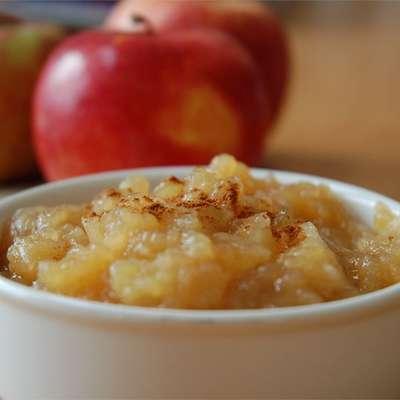 Sarah's Applesauce - RecipeNode.com