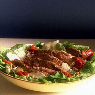 Seared Rib-Eye Steak with Arugula and Roasted Pepper Salad - RecipeNode.com