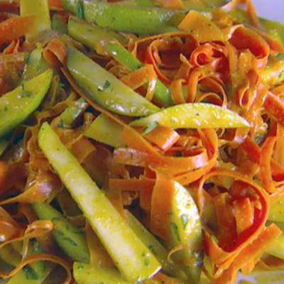 Shaved Carrot and Pear Salad with Curry Vinaigrette - RecipeNode.com