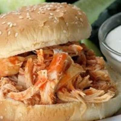 Slow Cooker Buffalo Chicken Sandwiches - RecipeNode.com