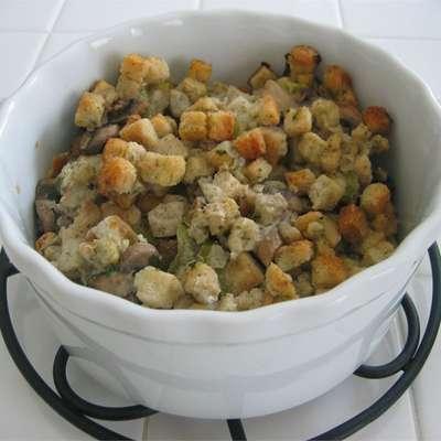 Slow Cooker Stuffing - RecipeNode.com