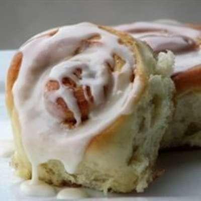 Soft, Moist and Gooey Cinnamon Buns - RecipeNode.com