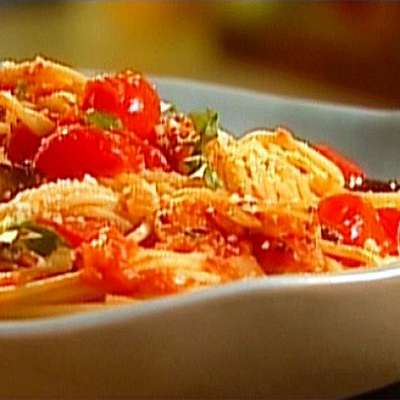 Spaghetti with Roasted Eggplant and Cherry Tomatoes - RecipeNode.com