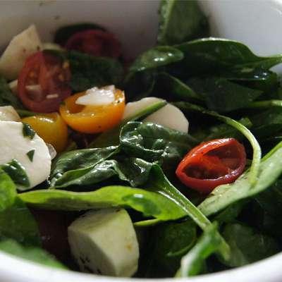 Spinach Caprese Salad - RecipeNode.com