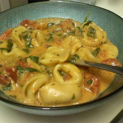 Spinach Tomato Tortellini - RecipeNode.com