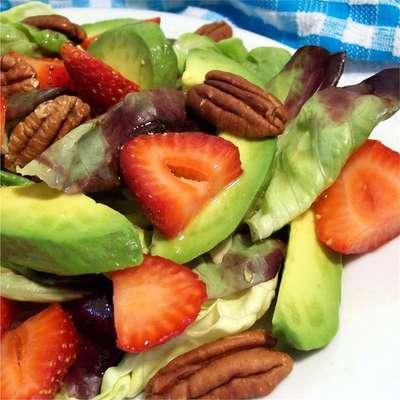 Strawberry Avocado Salad - RecipeNode.com