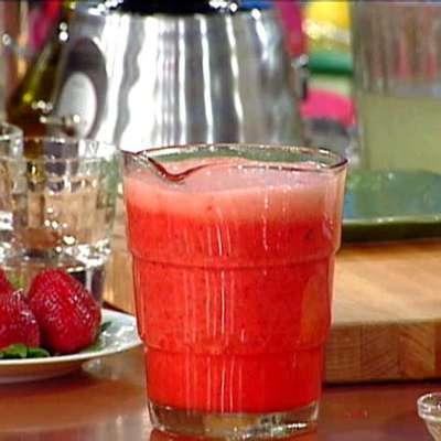 Strawberry Lemonade - RecipeNode.com