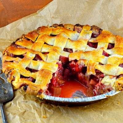 Strawberry Rhubarb Pie - RecipeNode.com