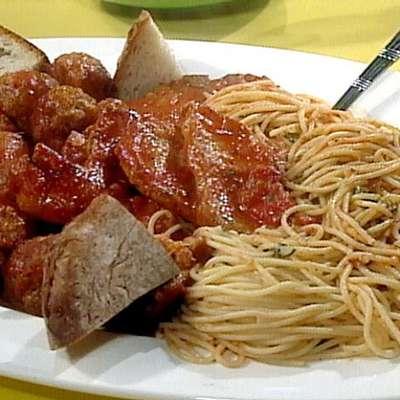 Sunday Gravy and Macaroni (Spaghetti, really) - RecipeNode.com