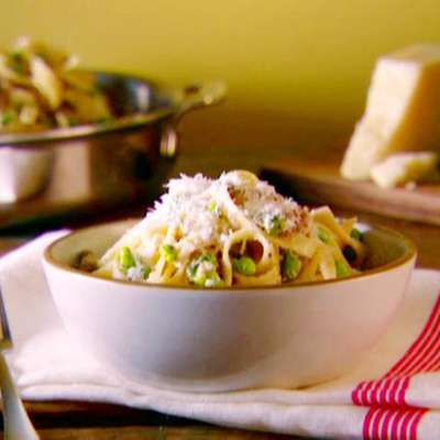 Tagliatelle with Smashed Peas, Sausage, and Ricotta Cheese - RecipeNode.com