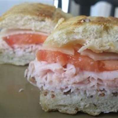 Tangy Turkey and Swiss Sandwiches - RecipeNode.com