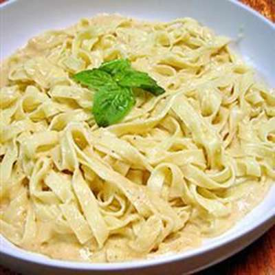 To Die For Fettuccine Alfredo - RecipeNode.com