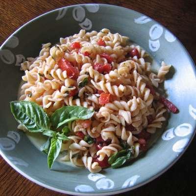 Tomato-Basil Pasta Salad - RecipeNode.com