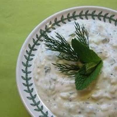 Tzatziki Sauce (Yogurt and Cucumber Dip) - RecipeNode.com
